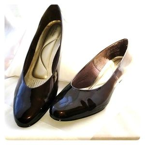 Shiney dark copper patent leather shoes